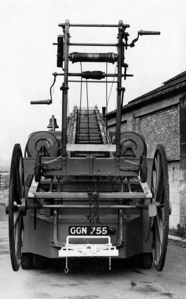 London Fire Brigade towing unit (rear view)