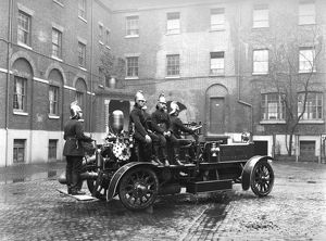 LCC-LFB Early motorised fire engine