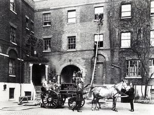 LCC-LFB horse drawn steamer at drill, Southwark HQ