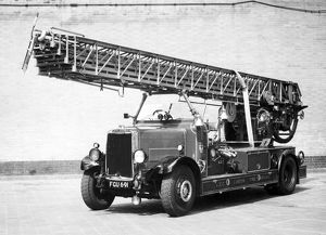 LCC-LFB Leyland Metz 100 foot turntable ladder